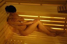 Waarom is het beter om naakt naar de sauna te gaan?